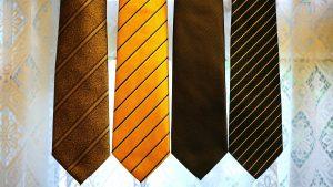 Krawatten richtig kombinieren kann man mit Hilfe einiger einfachen Regeln.