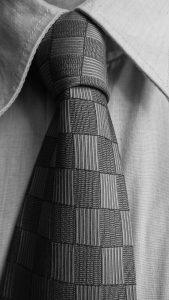 Klassische Krawattenknoten und wie man sie bindet.