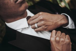 Die 3 wichtigsten Krawattenknoten in Worten sind schnell gebunden und passen zu fast jedem Outfit.