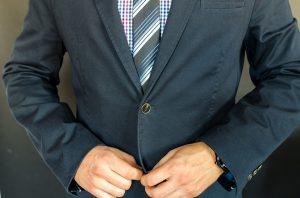 Welcher Krawattenknoten passt zu wem? Die Wahl ist abhängig von verschiedenen Faktoren.