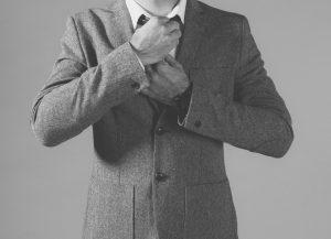 Stiltipps, erscheint der Herr im Jacket dann behält er dieses in der guten Gesellschaft auch an.