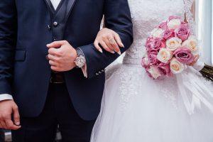 Neben der Braut muss auch der Bräutigam eine gute Figur machen und sich wohl fühlen.
