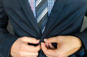 Die Herstellung der Krawatte kann sehr aufwändig sein.