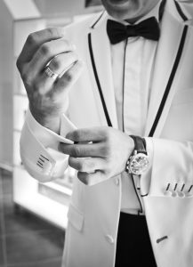 Wie die Kleidung auf andere Menschen wirken kann. Eitelkeit sollte gemieden werden.