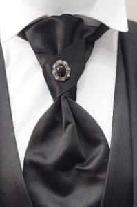 Krawattennadeln können dekorativen Zwecken dienen.