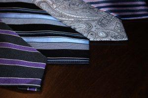 Krawattenherstellung, die heutigen Krawattenformen waren schon 1920 aktuell.