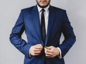 Einfarbige Krawatten können sehr edel wirken.